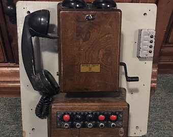 telephone wall-mounted old