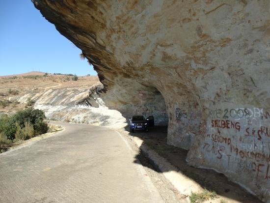 cave-witsieshoek-road
