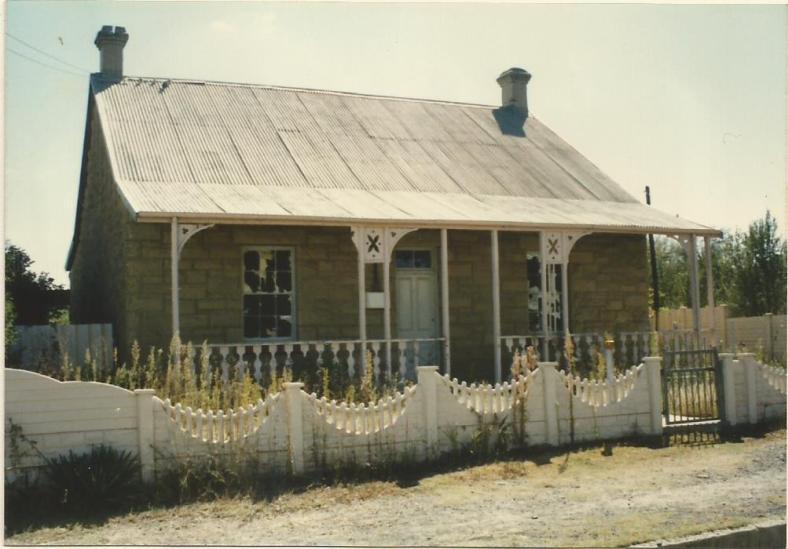 1990 April Royal Hotel Cottage0003