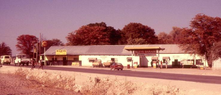 Maun Rileys Garage 1985