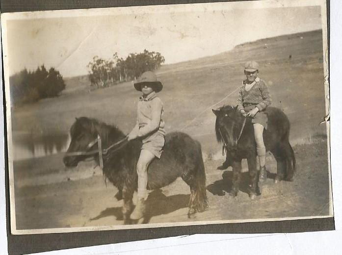 1920 Jack Shannon & Peter Bell.jpg