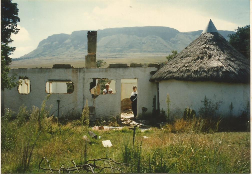 1990 Birdhaven Mum & Dad in the Kitchen